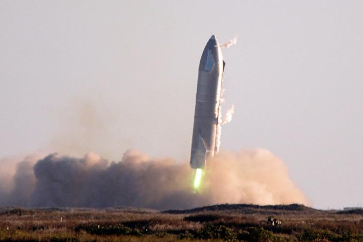 Starship SN8 от SpaceX во время попытки обратной посадки 9 декабря 2020 года (Reuters / Gene Blevins)