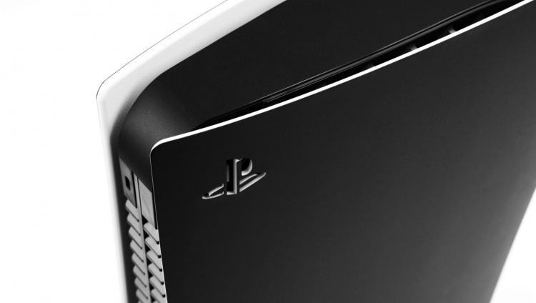 Dbrand выпустит чёрные лицевые панели для PS5, даже несмотря нариск судебного иска от Sony