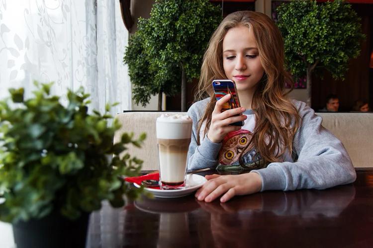 """Мобильный интернет в Москве стал в полтора раза быстрее, чем в среднем по России"""""""