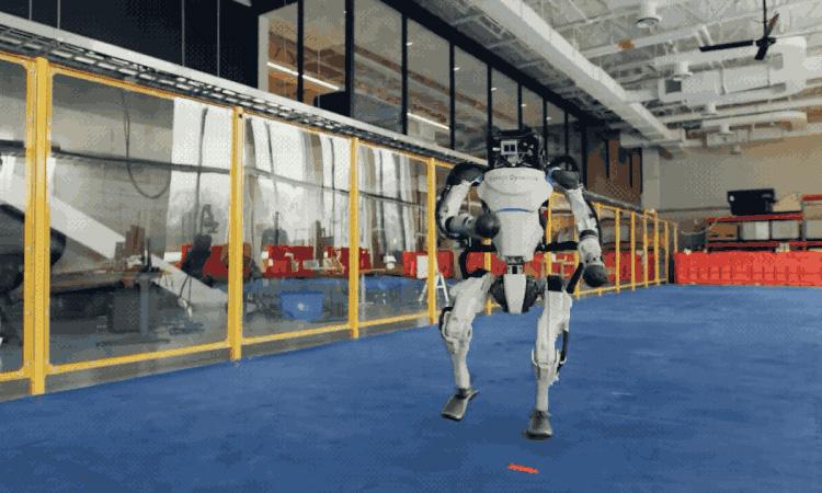 Boston Dynamics показала «грязные танцы» в исполнении роботов Atlas и Spot