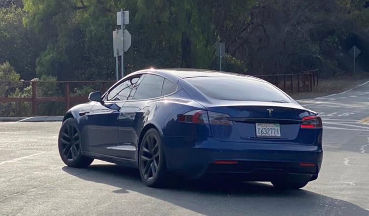 Прототип Tesla Model S с обновлённым дизайном замечен в окрестностях Пало-Альто