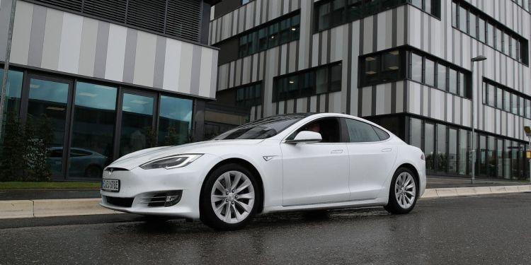 Капитализация Tesla превысила $700 млрд — теперь она дороже Facebook