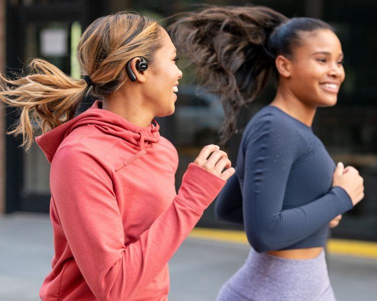 Bose представила беспроводные наушники Sport Open Earbuds за $200 для занятий спортом