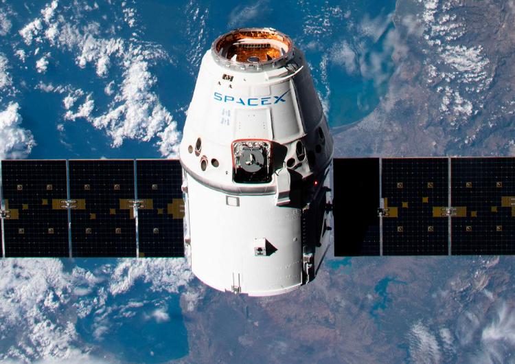 """Отстыковку космического корабля SpaceX Dragon от МКС отложили из-за непогоды"""""""