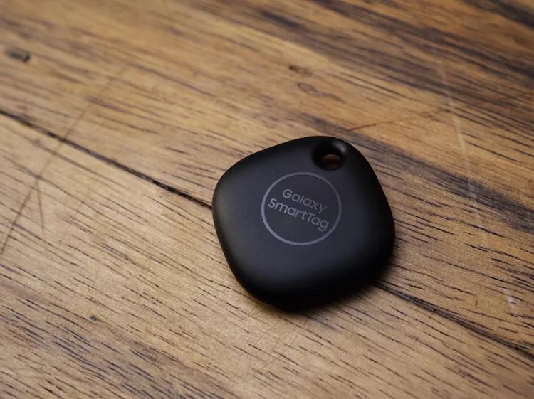 Samsung представила смарт-метки Galaxy SmartTag для поиска потерянных вещей