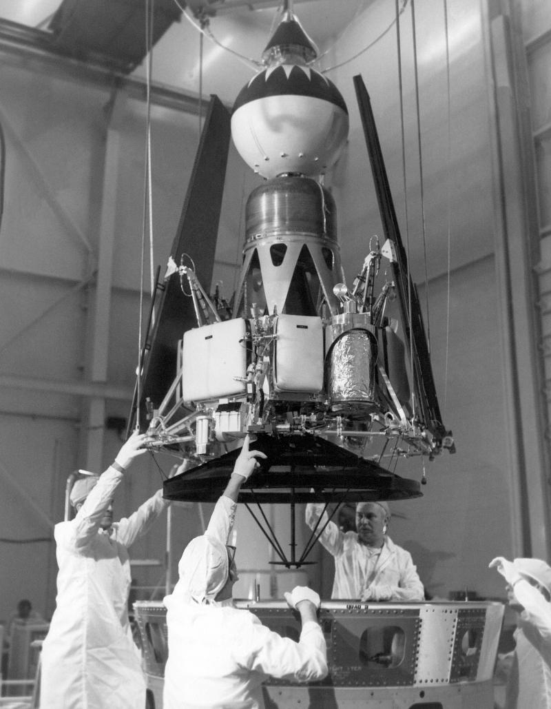 Концептуально станция Е-6 напоминала Ranger Block II, но проектанты ОКБ-1 были жестко ограничены возможностями отечественной электроники. На фото - Ranger 4, источник https://en.wikipedia.org/wiki/Ranger_4