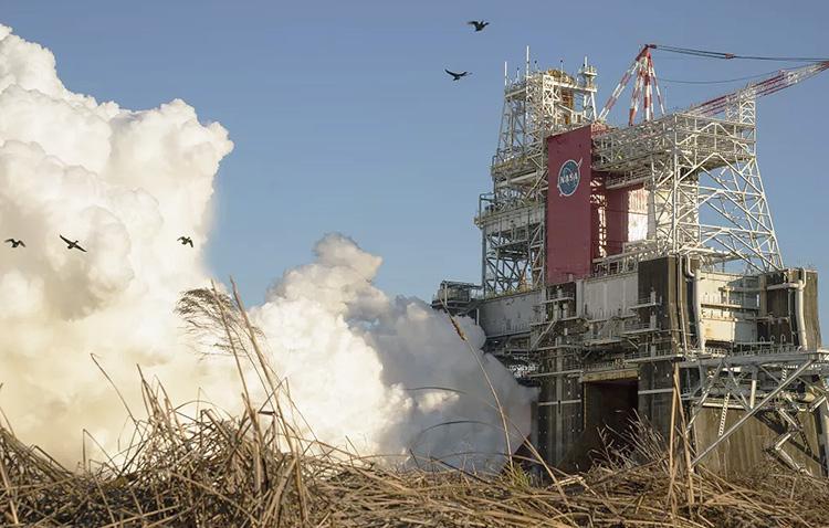 NASA поняло причины проблем с двигателем SLS во время последнего огневого испытания и заявило, чторакета не пострадала