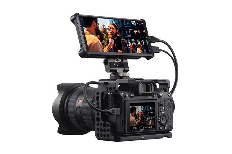 Пример использования смартфона вместе с камерой