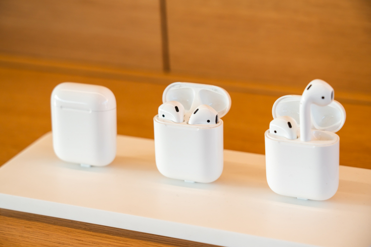 AirPods, SOPA Images/Getty Images