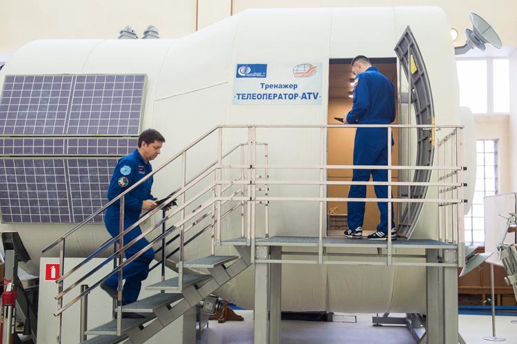 """В российские тренажёры для космонавтов добавили виртуальную реальность"""""""