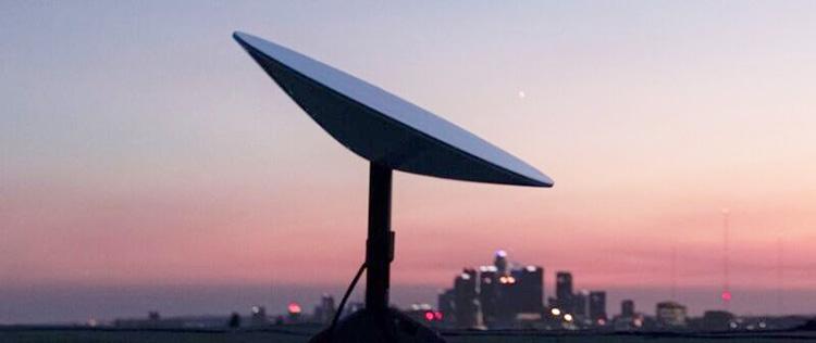 """Спутниковым интернетом Starlink уже пользуется более 10 000 человек, но конкуренты пытаются лишить SpaceX финансирования"""""""