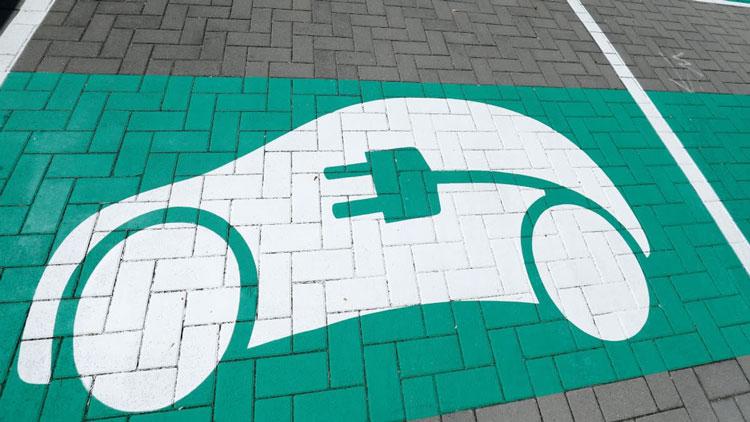 Место для парковки электромобилей. Источник изображения: Reuters