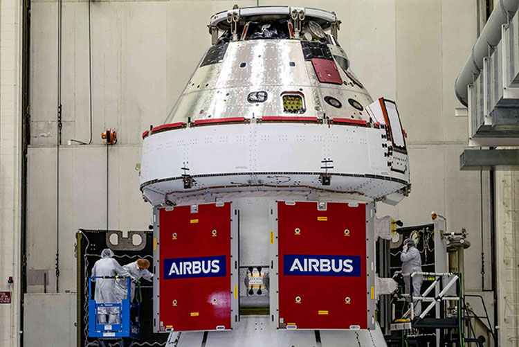 Сервисный модуль Airbus с установленной сверху капсулой Orion. Источник изображения: Airbus