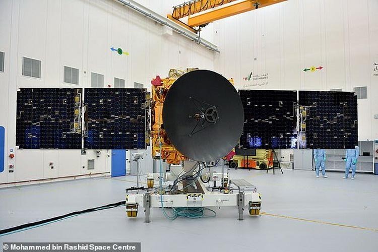 В ближайшие две недели до Марса долетят космические аппараты сразу трёх стран