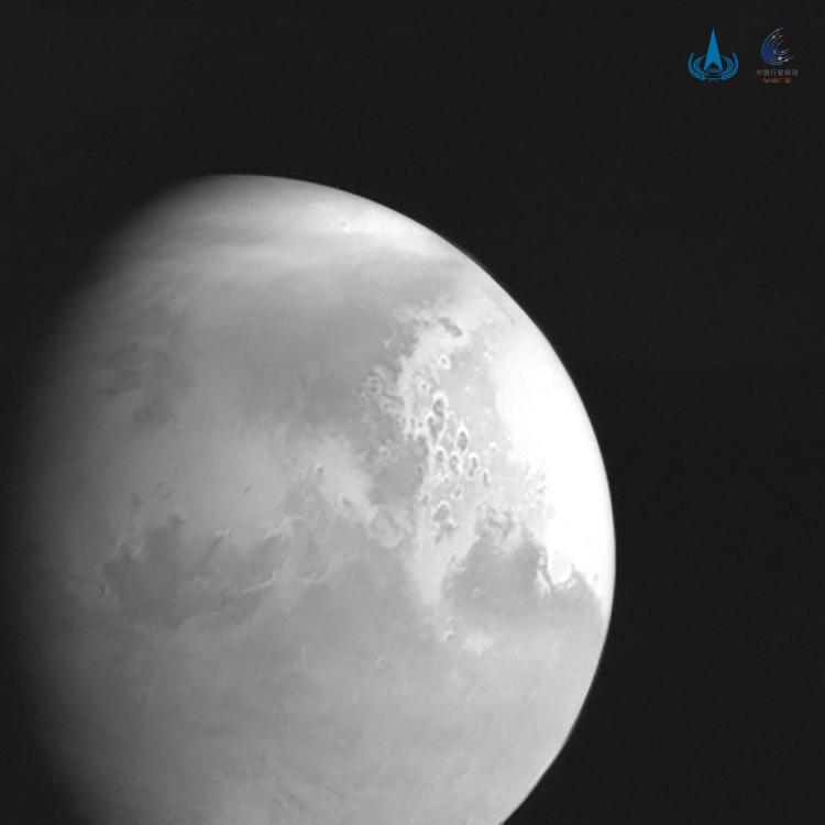 Первое изображение Марса, полученное аппаратом Тяньвэнь-1 с расстояния около 2,2 млн км от планеты 5 февраля 2021 года