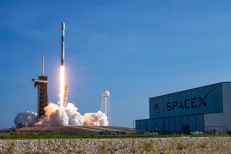 """SpaceX планирует развернуть в рамках Starlink доступ для малоимущих и телефонную связь"""""""