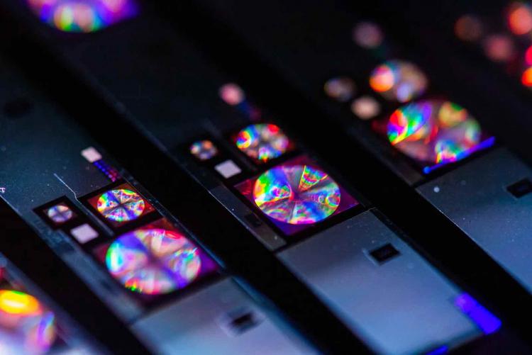 Модули камер, оснащённых линзами Metalenz вблизи (Julian Knight)