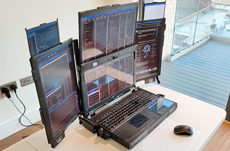 Представлен странный ноутбук Aurora 7 с семью дисплеями и всего лишь 1 часом автономной работы