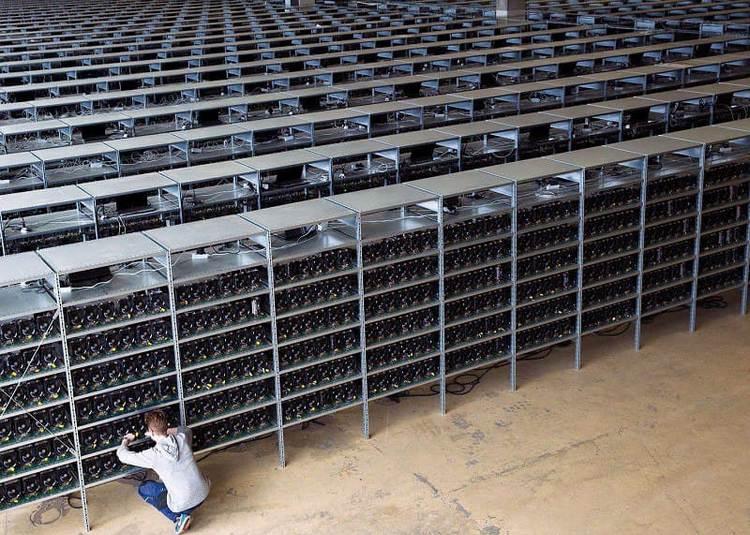 Майнер из России приобрёл 14 грузовиков оборудования для добычи биткоина