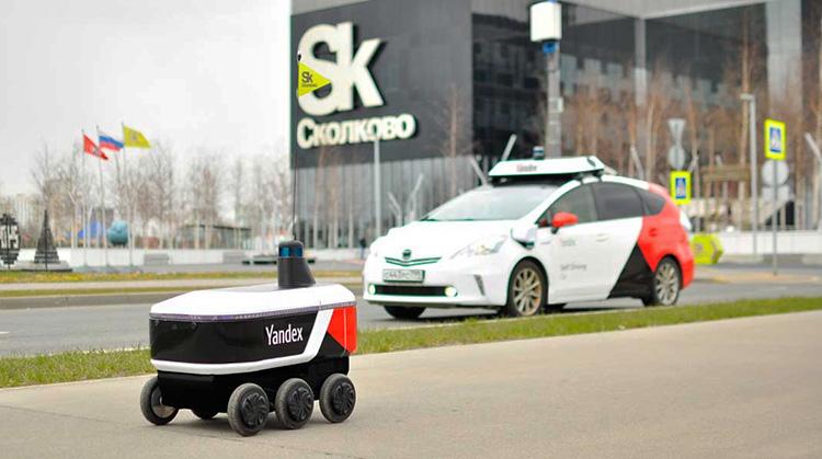 «Яндекс» начала доставлять заказы из «Лавки»с помощью роботов в жилые дома в Москве