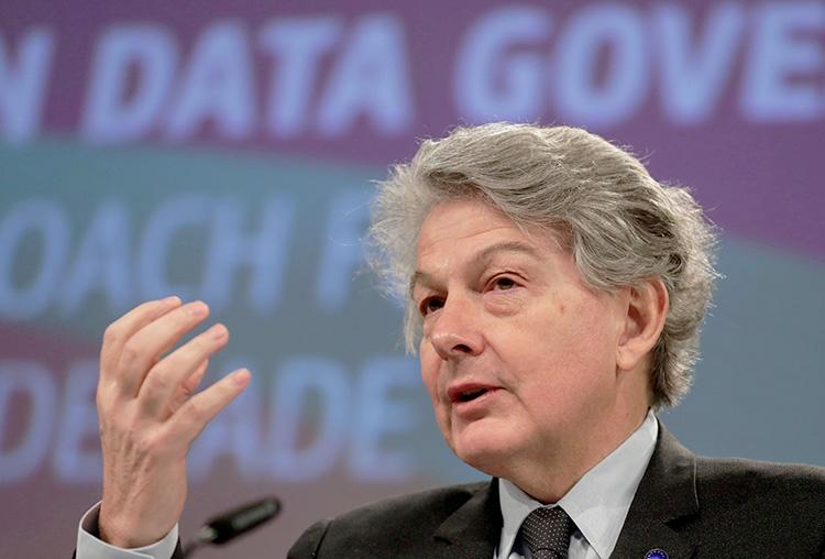 Глава ЕС по цифровым технологиям Тьерри Бретон (Stephanie Lecocq / Pool / Reuters)