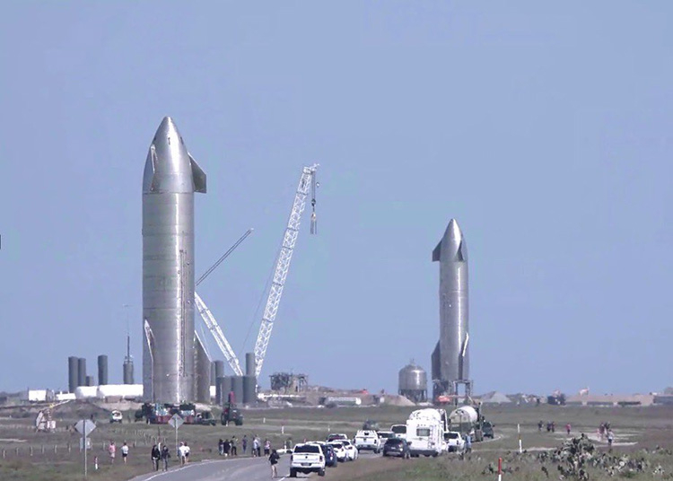 Прототипы SN9 и SN10 рядом на стартовых площадках