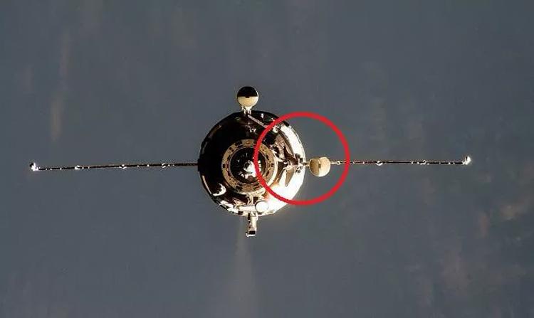 """Корабль «Прогресс МС-16» пришлось пристыковывать к МКС вручную из-за помятой антенны"""""""