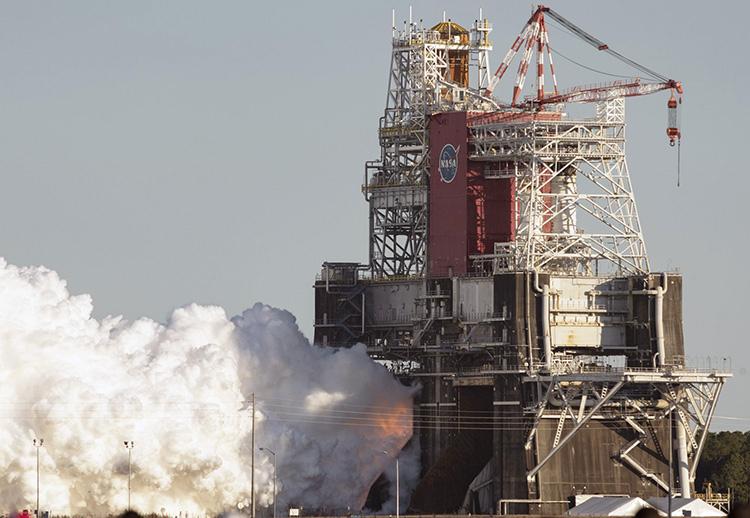 17 января огневые испытания SLS длились чуть более минуты (NASA/Robert Markowitz)