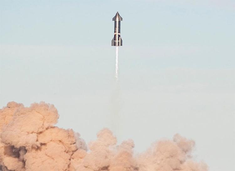 Starship SN8 во время испытаний (SpaceX)
