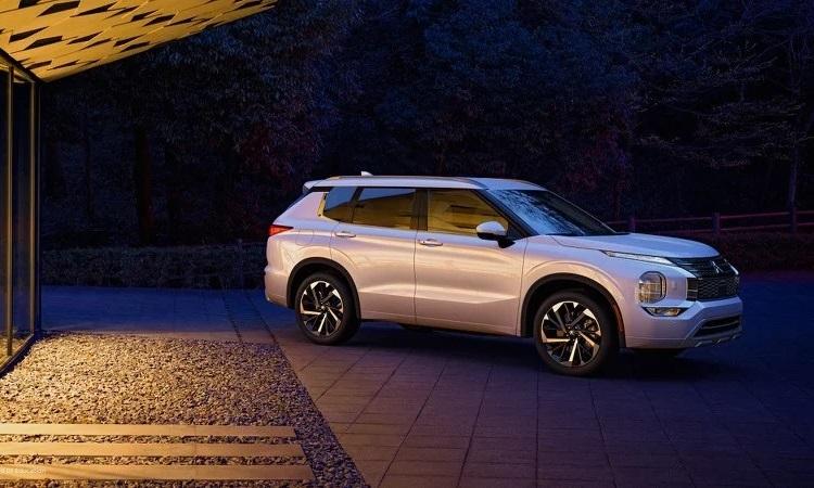 Mitsubishi начала внедрять в свои автомобили систему Apple CarPlay