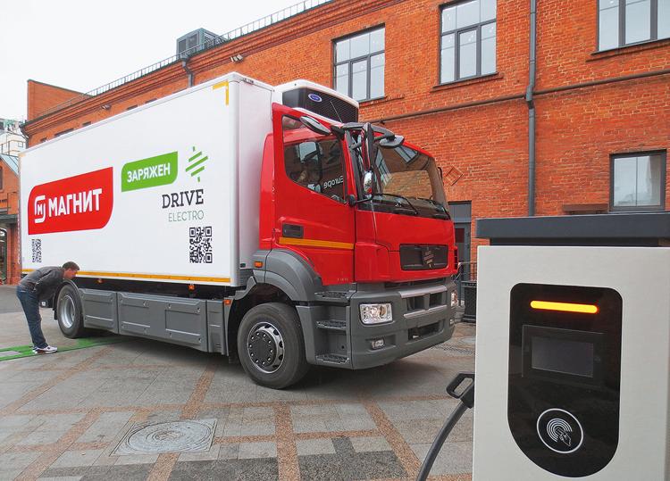 Электрогрузовик Moskva на базе шасси КАМАЗ-5325 с лицензионной кабиной от Mercedes-Benz Axor     5koleso.ru