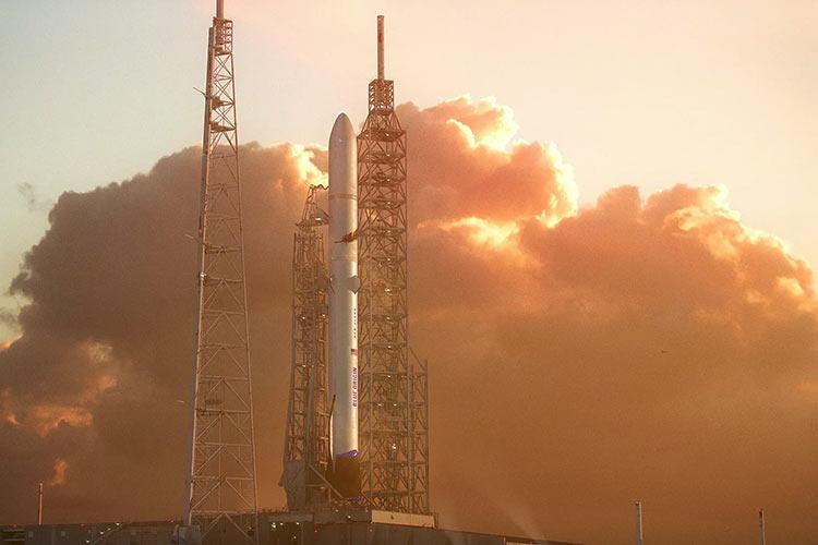 Визуализация ракеты New Glenn на стартовой площадке мыса Канаверал (Blue Origin)