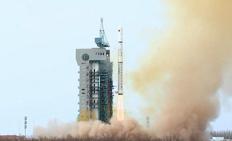 Китай вывел на орбиту ещё три разведывательных спутника «Яогань-31»