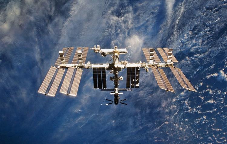 """Американские астронавты на МКС вышли в открытый космос для подготовки к установке новых солнечных батарей"""""""