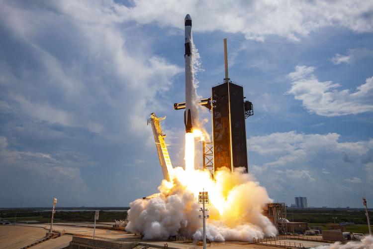 """SpaceX отменила запуск ракеты с новой партией спутников Starlink за 1,5 минуты до старта"""""""