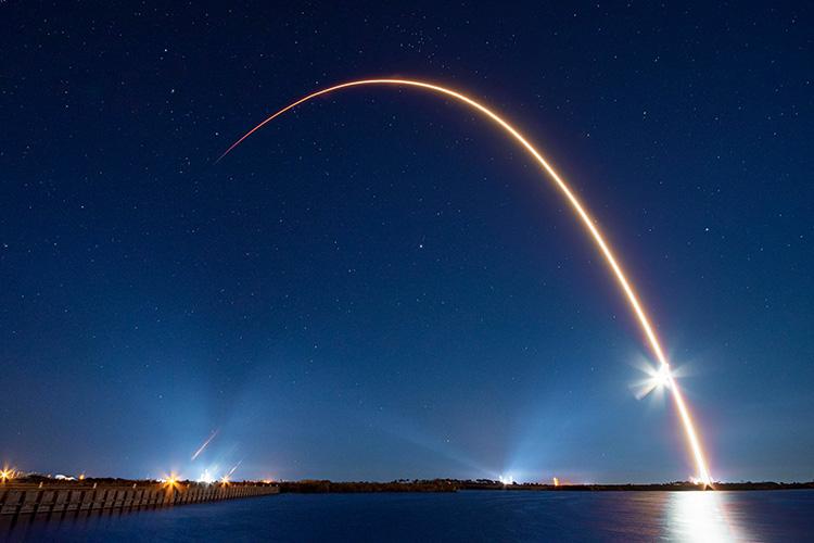 """Новый контракт с «Роскосмосом»: NASA расследует отказ двигателя SpaceX Falcon 9, отложила запуск Boeing Starliner"""""""