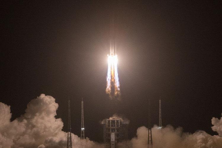 Момент старта ракеты-носителя Чанчжэн-5. Источник изображения: