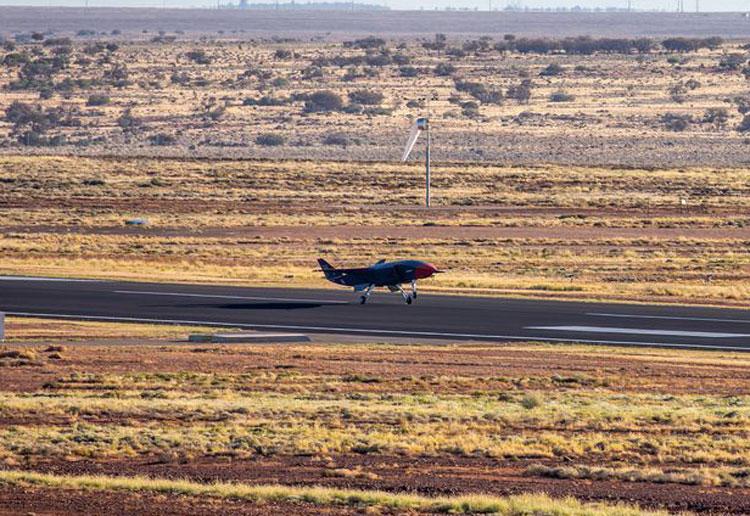 Взлёт беспилотного ведомого Loyal Wingman компании Boeing. Источник изображения: Boeing