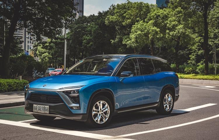Китайский производитель электромобилей NIO в два раза сократил убытки и нарастил объём продаж