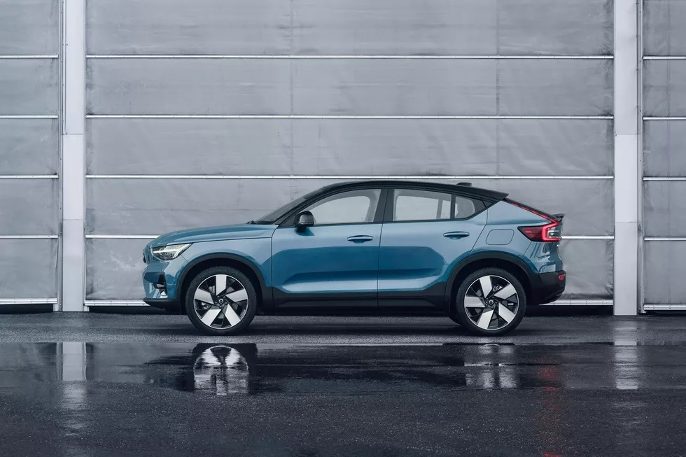 Volvo представила электрический кроссовер-купе C40 Recharge с запасом хода 420 километров