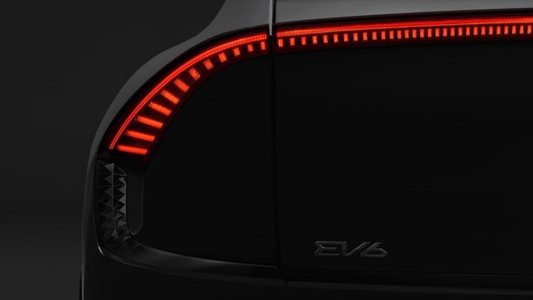 """Kia в общих чертах показала дизайн грядущего электрического кроссовера EV6"""""""