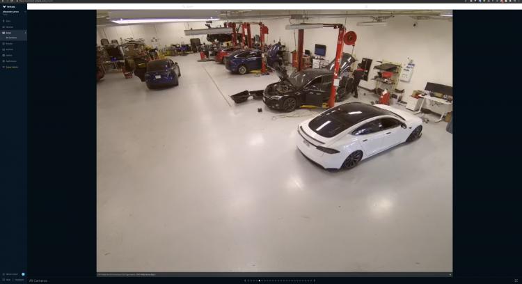 Видео с фабрики Tesla, источник Bloomberg