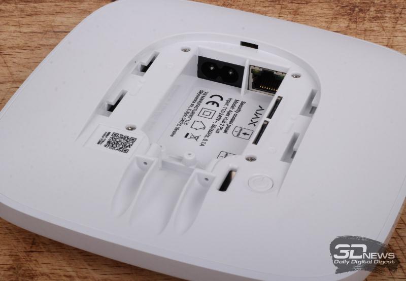 Порт RJ45 для подключения Ethernet и разъём внешнего питания Hub 2 Plus