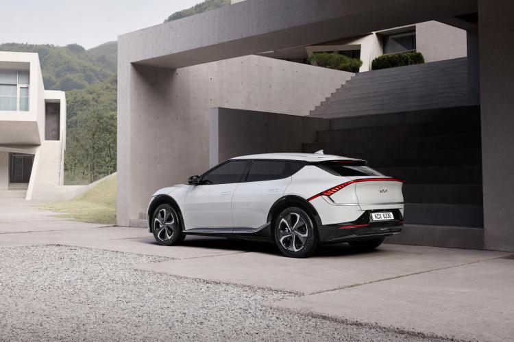"""Kia показала внешность грядущего электромобиля EV6"""""""