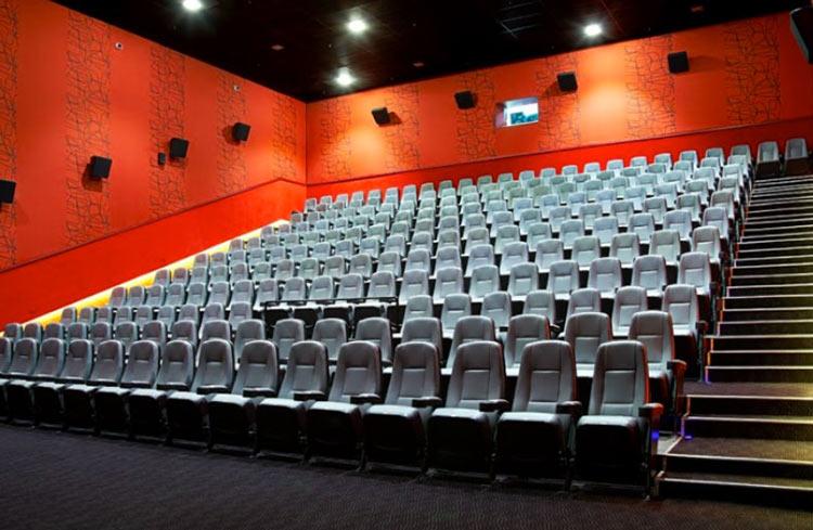 В России игроки теперь тоже могут арендовать кинотеатр — услуга появилась в «Каро»