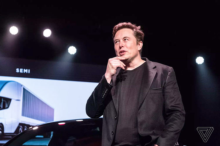 Илон Маск получил титул «Технокороль Tesla»