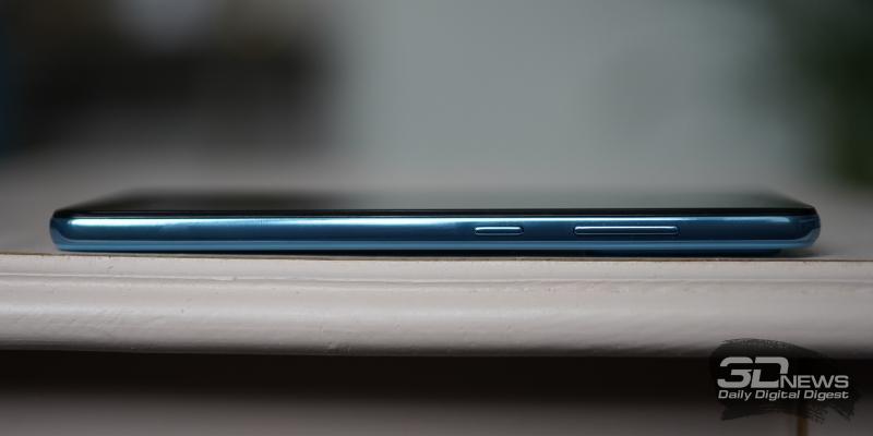 Samsung Galaxy A52, правая грань: клавиши регулировки громкости и включения/блокировки