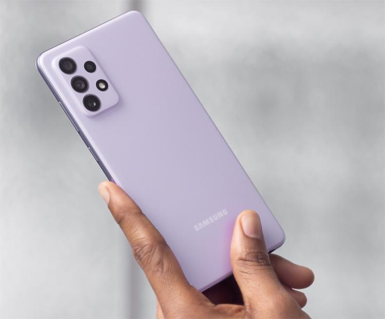 Вышел смартфон Samsung Galaxy A72 c большим экраном, защитой от воды и ёмкой батареей по цене от 35 990 рублей