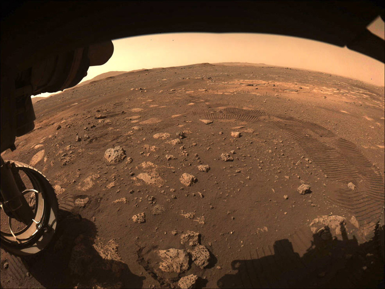 "Ровер Perseverance увидел на Марсе «пылевого дьявола»"""