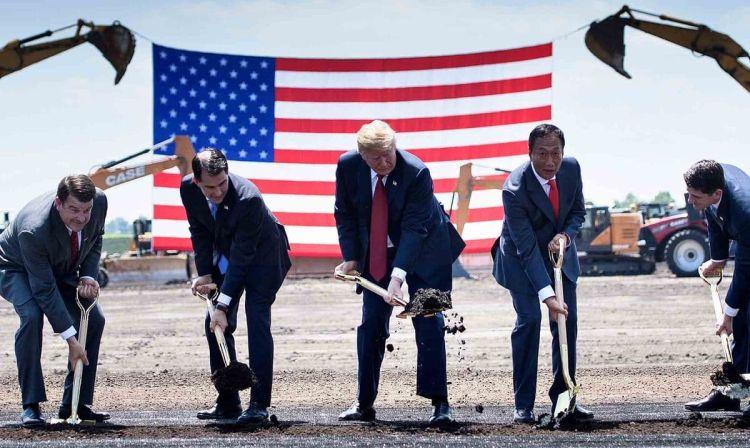Lва президента закладывают катлаван под будущий завод. Источник изображения: AFP, Getty Images